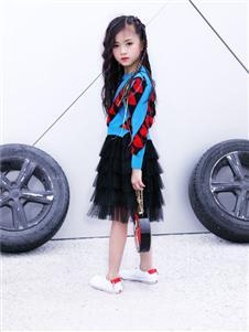 欧米源童装长袖心形印花毛衣短裙