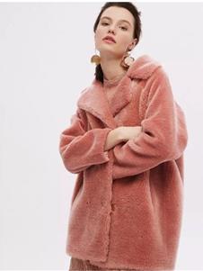 红贝缇女装2019粉色毛绒外套