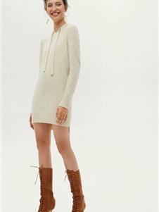 红贝缇女装2019白色针织连衣裙