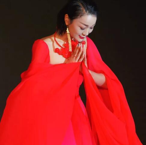 盖娅传说:熊英女士出席卡枚连上海国际舞会暨国际领袖论坛