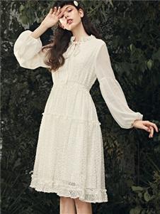 夺宝奇兵春新款白色连衣裙