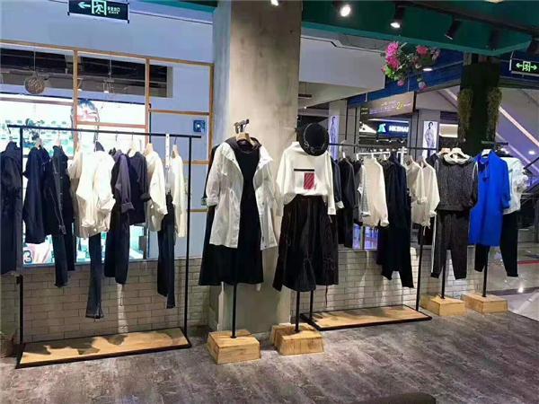 约布女装时尚店铺图