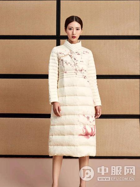 水墨生香白色羽绒衣
