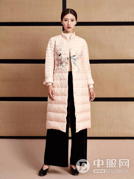 水墨生香粉色羽绒衣