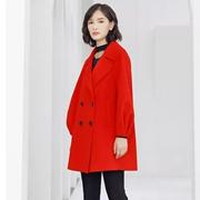 穿上夺目的红色,西纳维思点亮一整年的热情与光芒