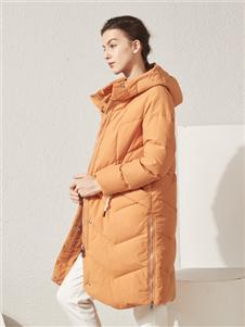 约布橘色羽绒衣