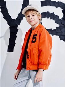 maya's橘色外套