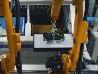 机器取代人力,优衣库机器人亮相