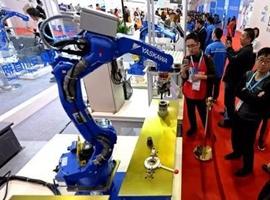 优衣库推出叠衣服机器人,超越亚马逊实现全线自动化