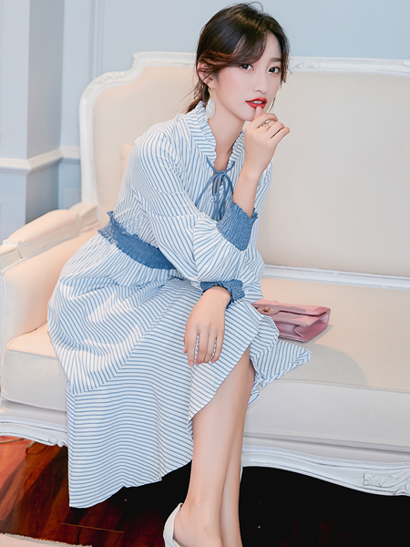 样YANG新款蓝色连衣裙