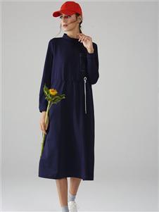 墨曲深蓝色连衣裙