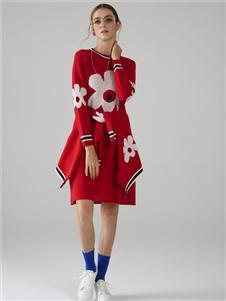 墨曲红色连衣裙