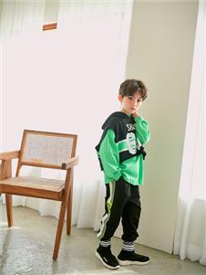 宝儿宝绿色卫衣