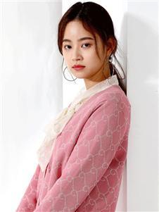夏柏粉色针织衫