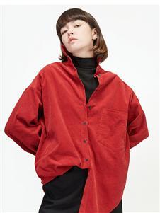劉劉墨紅色襯衫