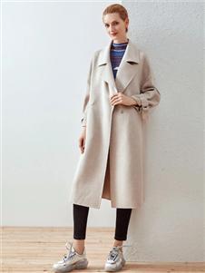 哥邦米白色大衣