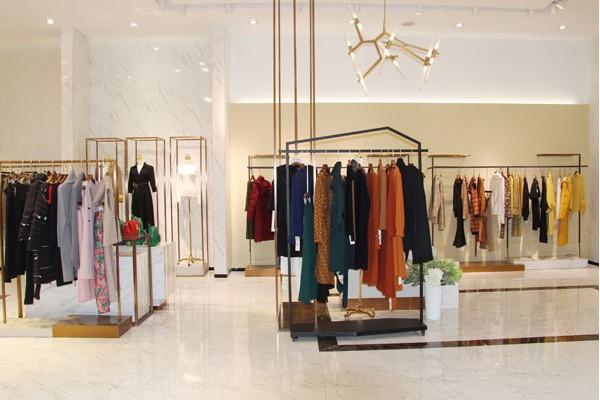 自主创业选择开家JAOBOO乔帛女装店赚钱吗?