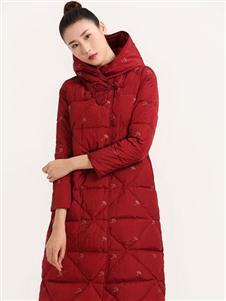 晒谷场红色羽绒服