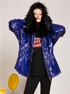 卡榭蓝色外套