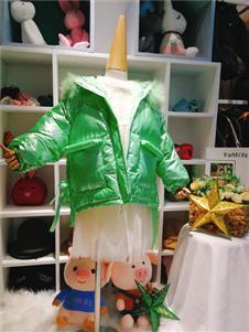 可米芽童装绿色羽绒服