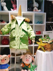 可米芽童装绿色外套