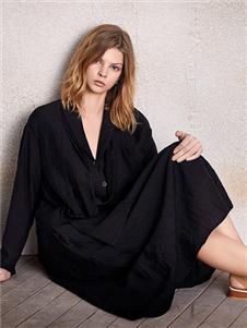 南耳黑色連衣裙
