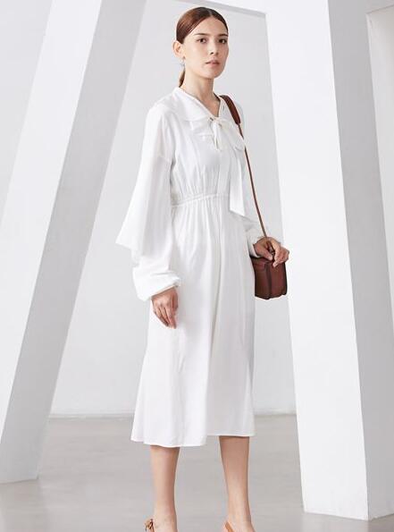 新年将至深圳雅默品牌女装来给大家拜早年啦!