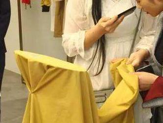 韩国服装设计师探访柯桥面料市场