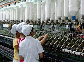 现在,连手机和纸尿裤内衣工厂都转做口罩驰援