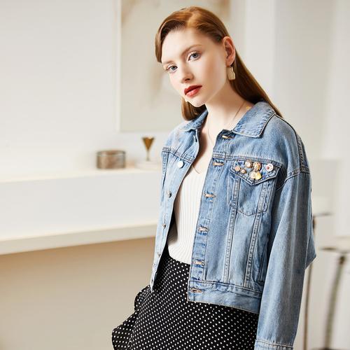 戈蔓婷时尚女装赋情趋势演绎潮流元素随处释放