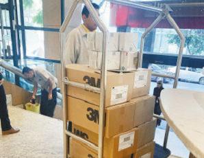 """绍兴布商的努力终于""""落地"""",40万只口罩今天从印度运往中国"""