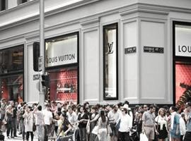 股价暴跌、预期下调 奢侈品行业如何应对疫情?