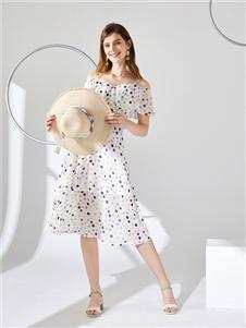 城市衣柜女装城市衣柜2020春夏装一字肩连衣裙