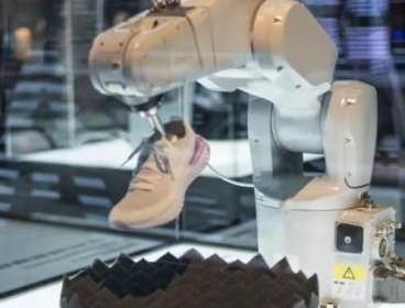 Nike 打造机器人物流 据说可替代四分之三人力