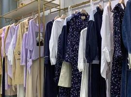 """服裝企業開啟""""云逛街""""清庫存 試穿模式待考"""