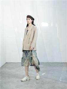 伊迪索2020春款米色西装外套