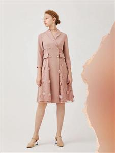 红凯贝尔2020春款粉色连衣裙