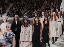 上海时装周取消线下举行;Dior发布秀直播观看人数破1000万