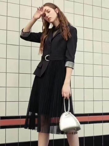 [精彩]夺宝奇兵品牌折扣女装:服装店如何让淡季变旺季