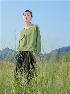 堓上绿色卫衣