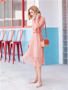 布根香女装粉色连衣裙