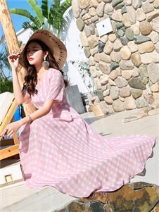 衣艾女装粉色淑女连衣裙