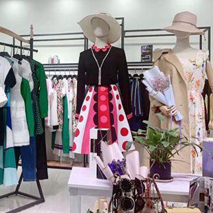 实体批发进货,电商优质货源批发就来广州衣言折扣女装!