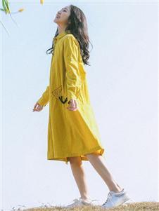 飞鸟和新酒黄色连衣裙
