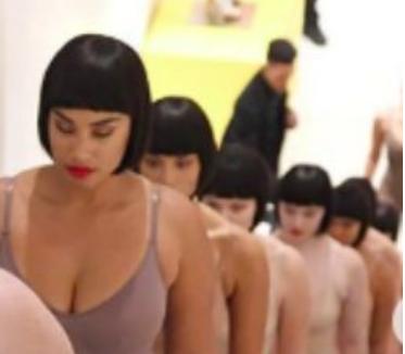 金卡戴珊发布全新内衣产品 从欧美到中国都在抢