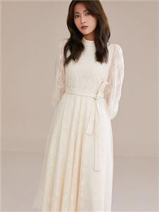 爱客白色连衣裙