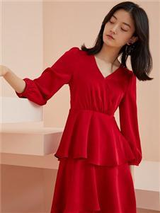 爱客红色连衣裙