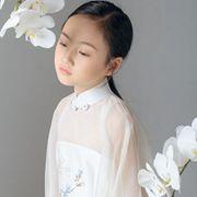 民族风改良式刺绣旗袍 属于小朋友的气场穿搭
