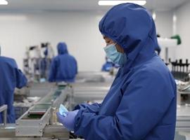 全球多家知名企业、服装零售商转产口罩和防护服