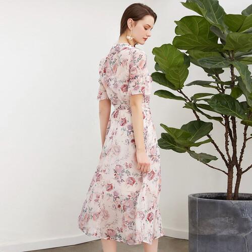 汉中戈蔓婷女装加盟店服装多样走在时尚前沿赢得青眛